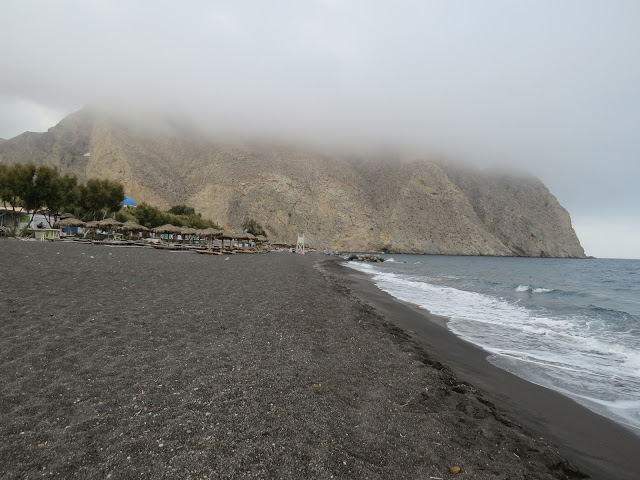 Périssa plage sable noir Santrorin