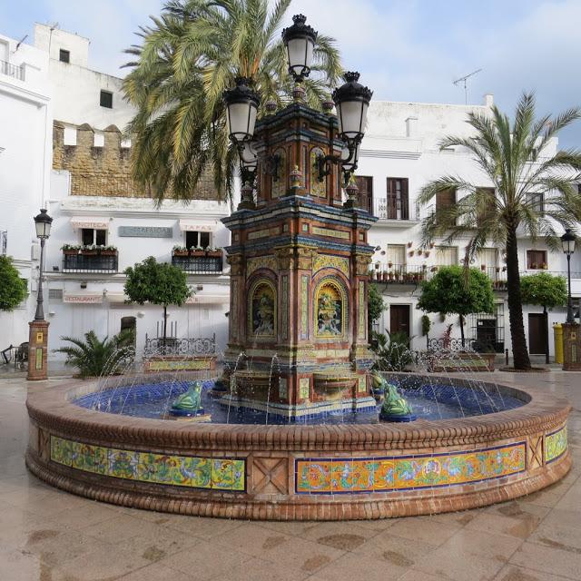 Vejer de la Frontera village blanc Andalousie  Fontaine