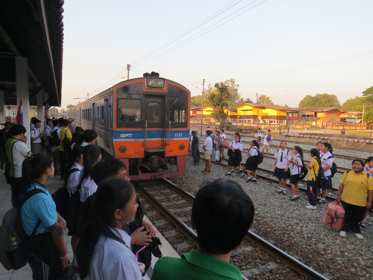 Train local Lopburi Bangkok