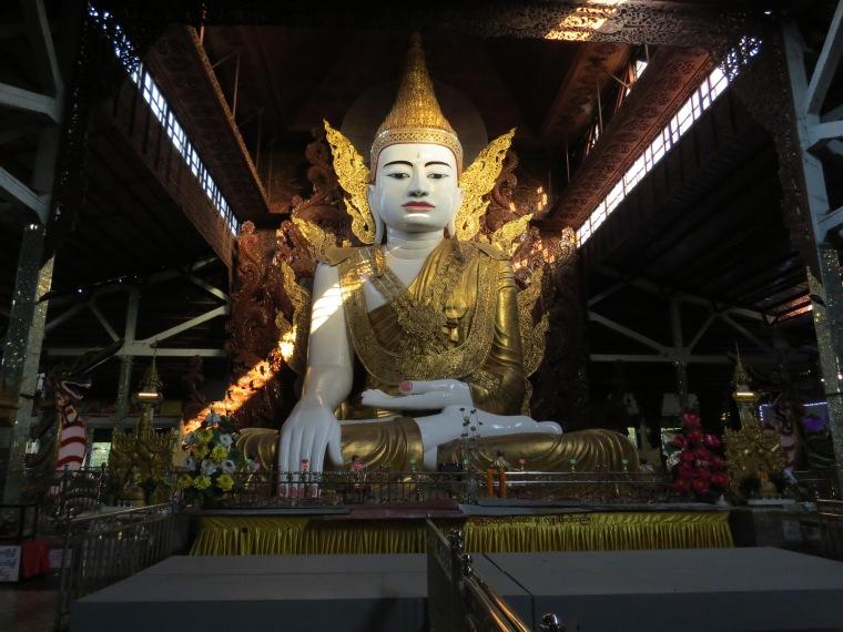 Paya Ngahtatgyi Bouddha assis