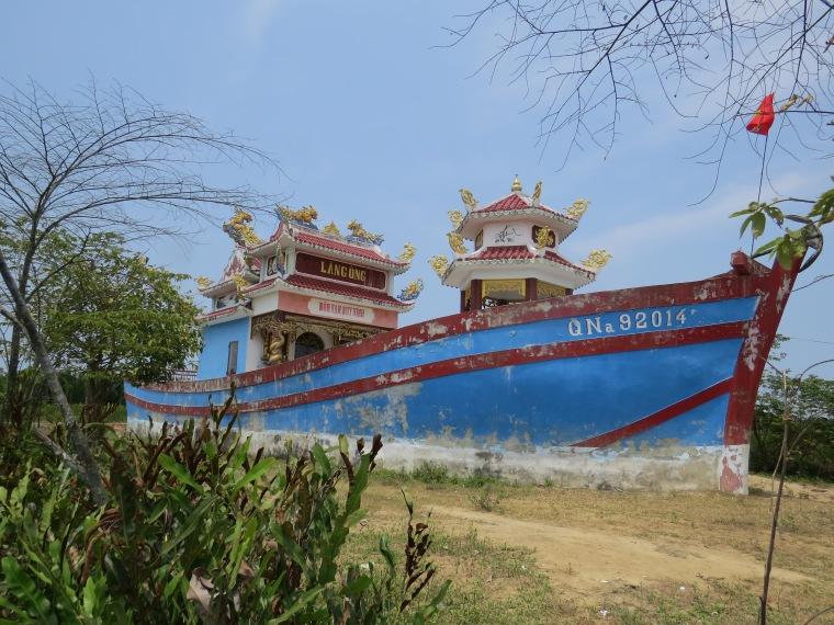 Vélo sur île de Cam Kim Hoi An bateam temple
