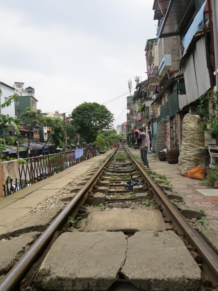 Chemin de fer entre maisons Hanoi Vietnam