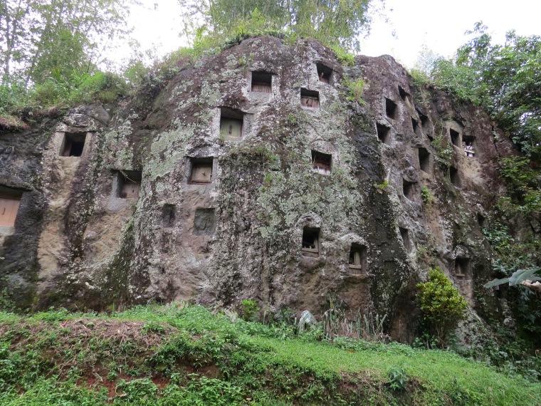 Lémo stone graves Rantepao
