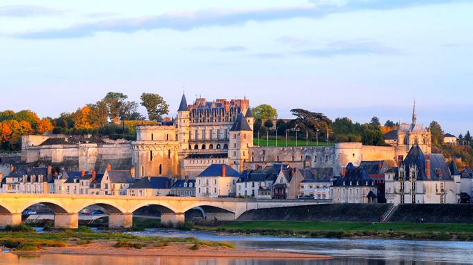 http://www.chateau-amboise.com/